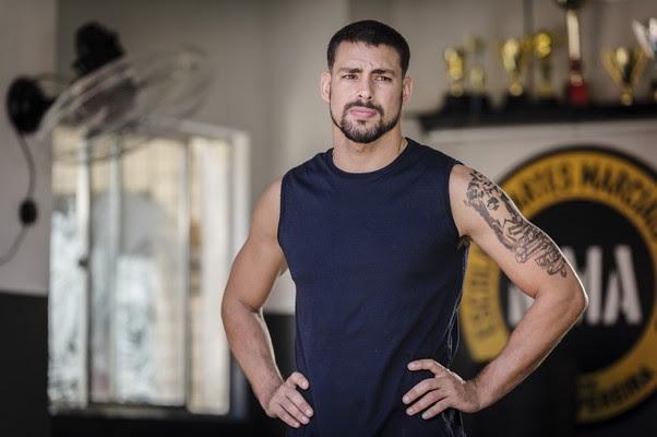 """Cauã se diverte com Tony Ramos nos bastidores: """"Ele é um piadista!"""" (Foto: TV Globo/ Reprodução)"""