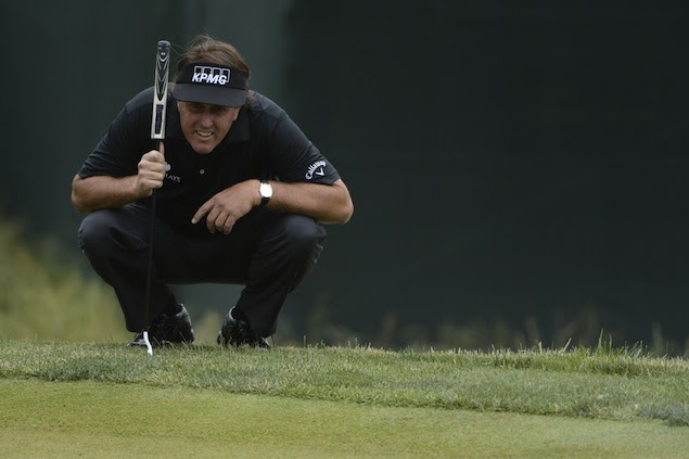 Phil prepares to make another putt