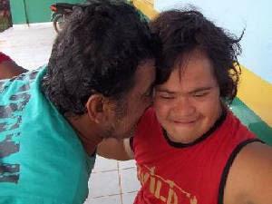 Pai reencontrou o filho após quase 20 dias desaparecido Rurópolis Pará (Foto: Divulgação/Polícia Civil)