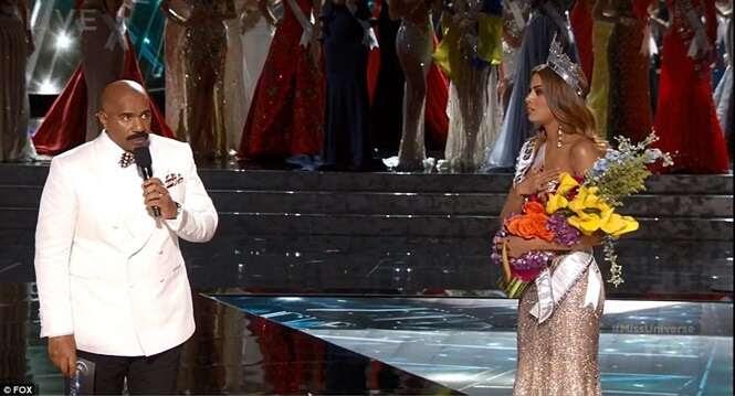 Apresentador do Miss Universo 2015 anuncia vencedora errada ao vivo e causa constrangimento