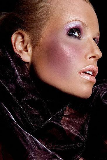http://hollywoodbollywoodartits.blogspot.com/2012/09/makeup-artist-hollywood.html