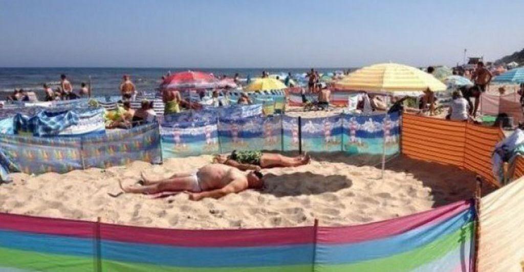 Separadores de espaço na praia, uma tradição polonesa 12
