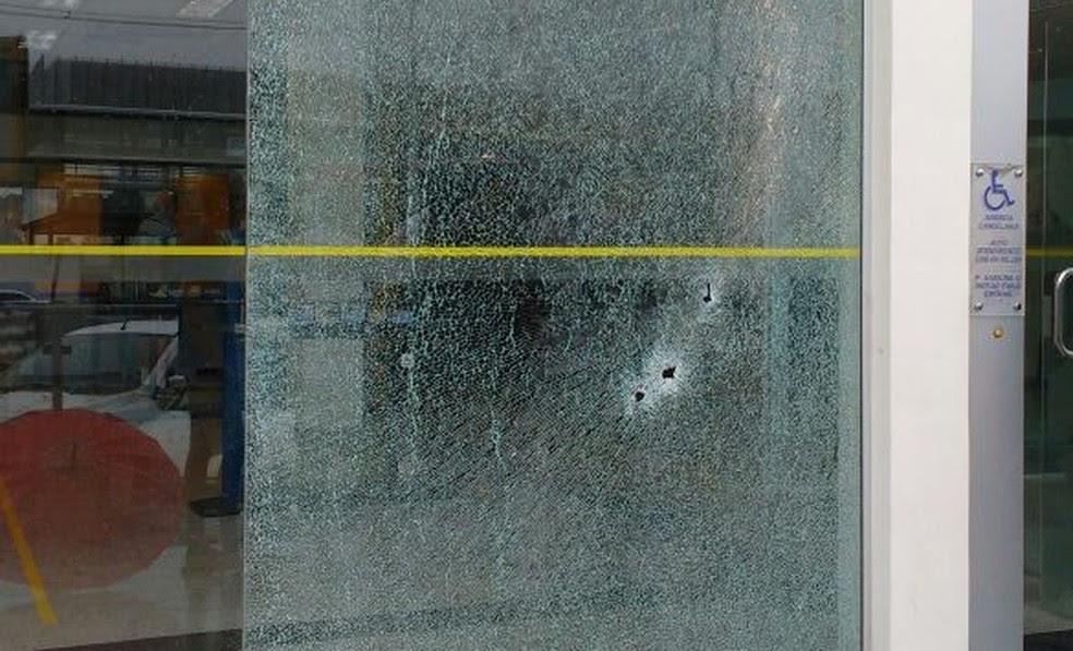 Armados, criminosos trocaram tiros com vigilantes  (Foto: Divulgação/PM)