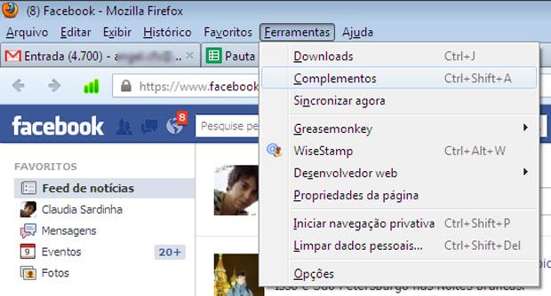 Acessando o Firefox para eliminar o malware (Foto: Claudia Sardinha)