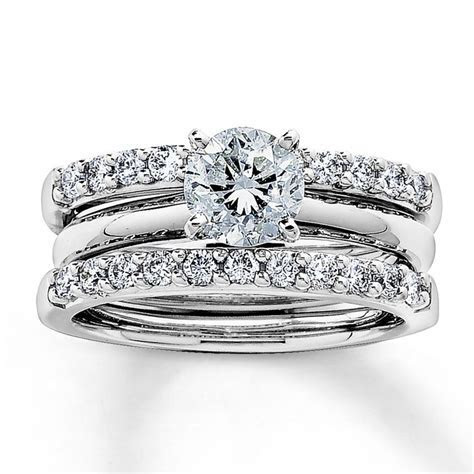 Best 20  Solitaire rings ideas on Pinterest