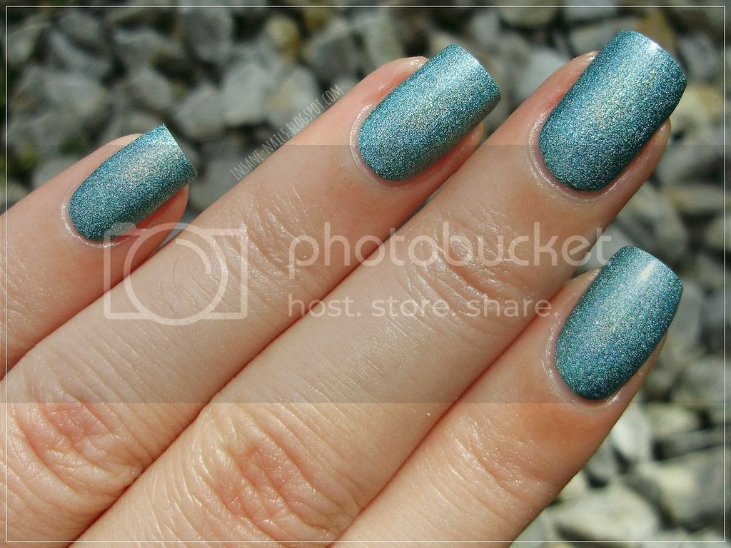 photo Catrice_LuxuryLacquers_Holo_in_one_5_zps131vcbex.jpg