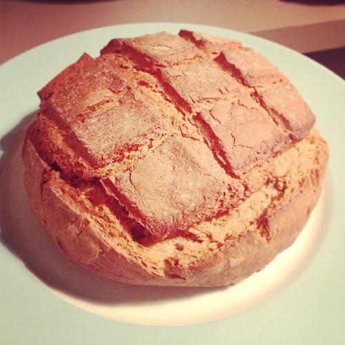 La mia amica Domizia fa anche la panettiera a Parigi. Oggi mi ha portato questo dono che ha in sé qualcosa di sacro e sincero proprio come l'amicizia vera by la casa a pois