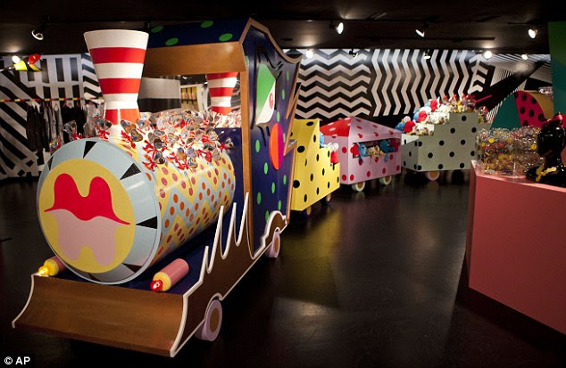 Divertido e caprichoso: workshop Gaga é uma forma colaborativa e projeto de vida entre o cantor e Barney em Nova York, no local da loja Street East 60