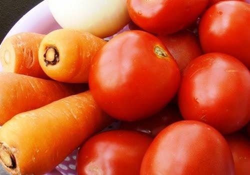 Hỗn hợp cà chua, cà rốt chứa nhiều dưỡng chất có tác dụng nuôi dưỡng làn da sáng khỏe