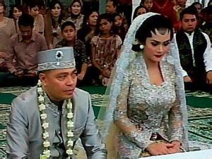 kebaya sederhananya gaun pernikahan krisdayanti