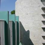 Futuristic Courtyard Home Design Scheme