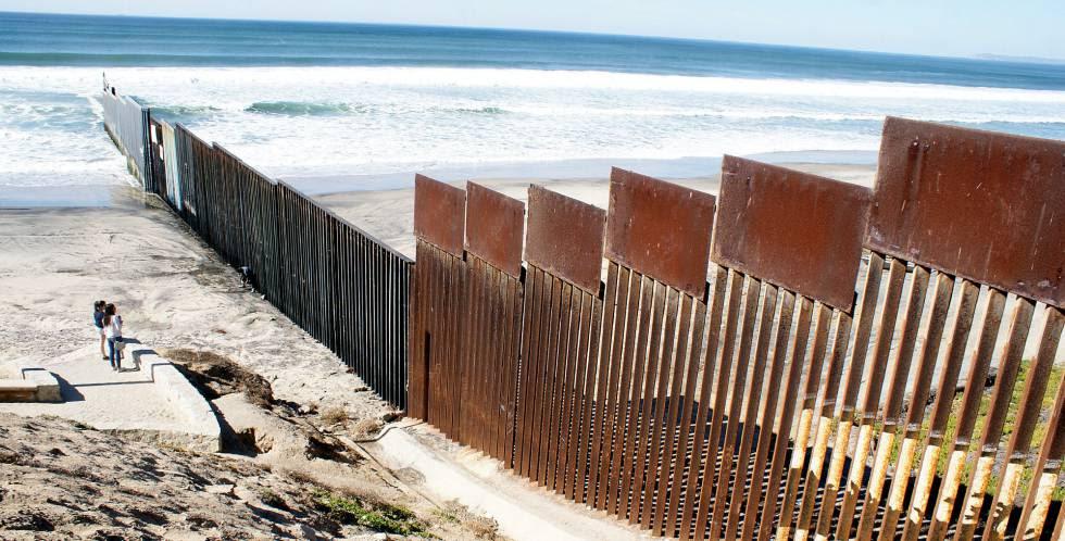 La valla de la ciuadad de Tijuana en la frontera entre México y Estados unidos.