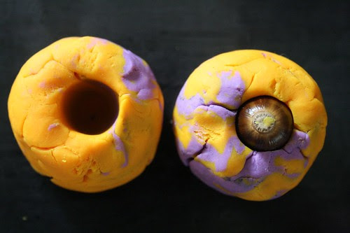 make acorn molds with play-dough
