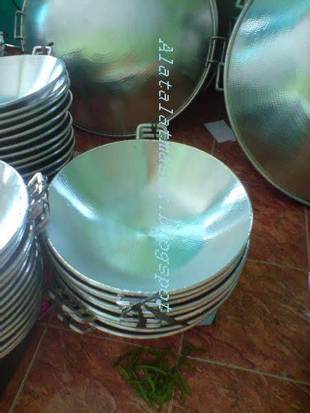 alat alat masak wajan terbuat  bahan aluminium alat