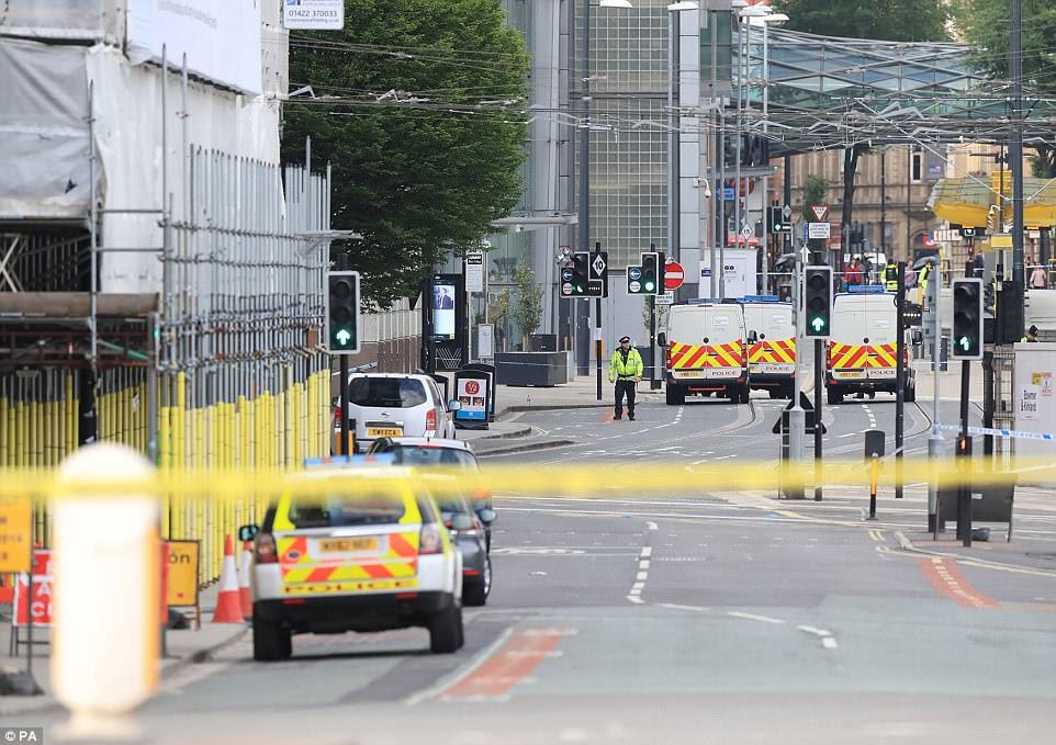 A área foi travada para baixo pela polícia esta manhã enquanto os peritos examinaram a cena para estabelecer o que aconteceu