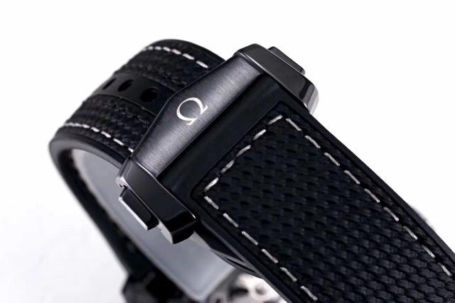 Replica Omega Deep Black Ceramic Clasp