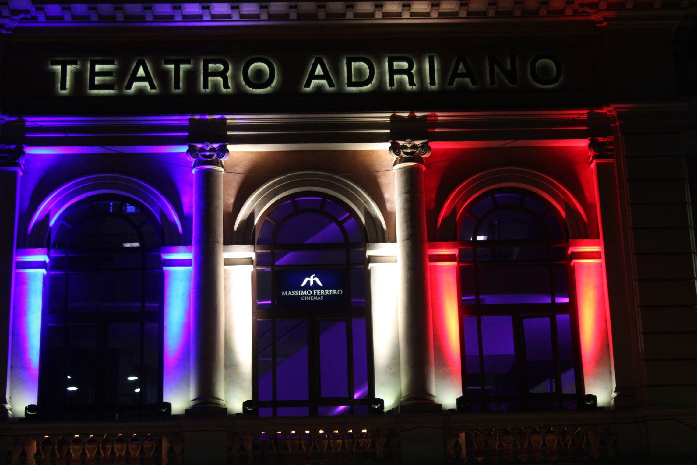 No Teatro Adriano, em Roma, a solidariedade aos franceses pelos ataques em Paris, no início de novembro, que deixaram 130 mortos