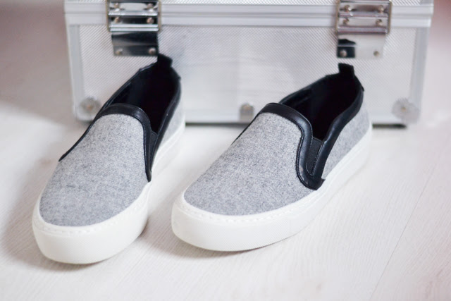 Christmas presents and gifts. Blogpost by fashion blogger turn it inside out from belgium. Zara grey slip ons, wool fabric, new collection 2015 spring summer