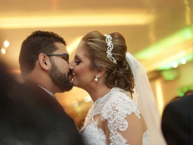 Casal se beija após dois anos sem se tocar (Foto: Géssica Santos / arquivo pessoal)
