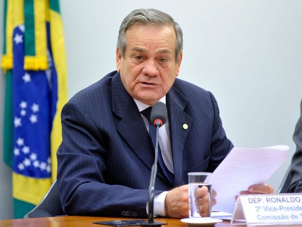 Deputado Ronaldo Lessa (PDT-AL) durante Audiência pública das comissões de Turismo (CTUR), de Defesa do Consumidor (CDC) e de Viação e Transportes (CVT) na Câmara dos Deputados, em junho de 2015 (Foto: Zeca Ribeiro/Câmara dos Deputados)