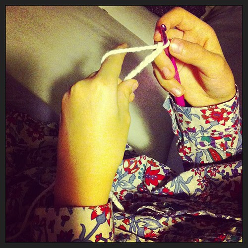 Mati's making new bracelets:) Mati sta realizzando nuovi braccialetti:)