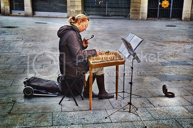 Hammered Dulcimer Player [enlarge]