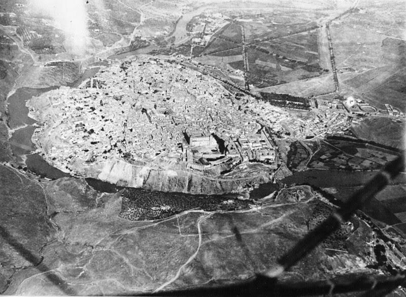 Toledo desde el aire hacia 1915. Centro Cartográfico y Fotográfico del Ejército del Aire, Ministerio de Defensa