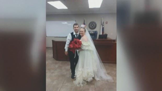 Pareja muere en accidente minutos después de casarse