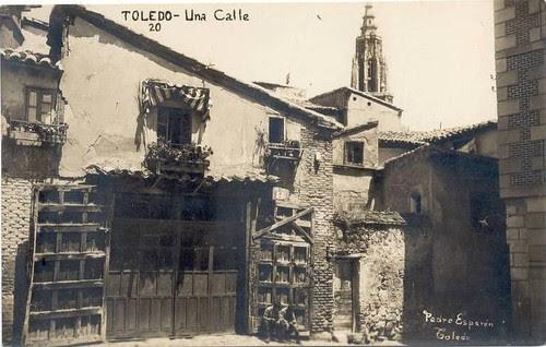 Catedral de Toledo vista desde la Plaza de Santa Isabel a inicios del siglo XX. Foto Esparón