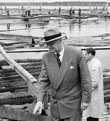 Kekkonen vierailee Hellälässä 1955 Koivurovan luona