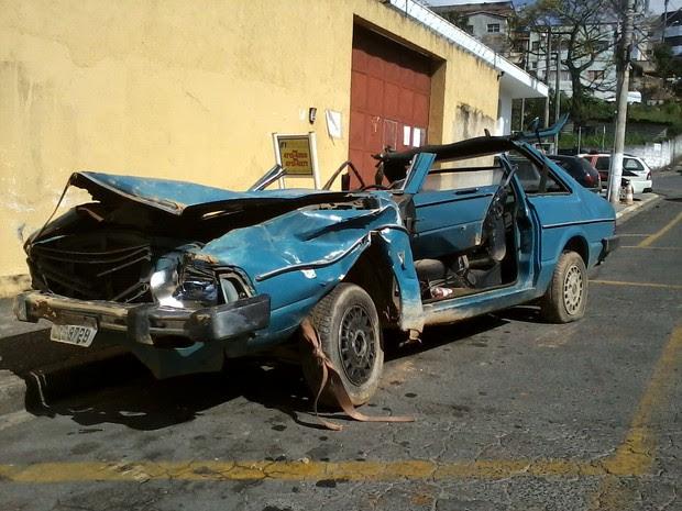 Carro foi recolhido para análise da perícia (Foto: Divulgação/São Roque Notícias)