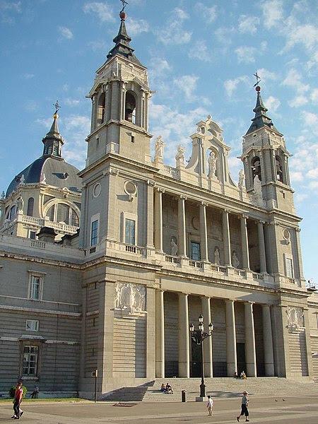 Archivo:Catedral de Santa María de la Real de la Almudena en Madrid.jpg