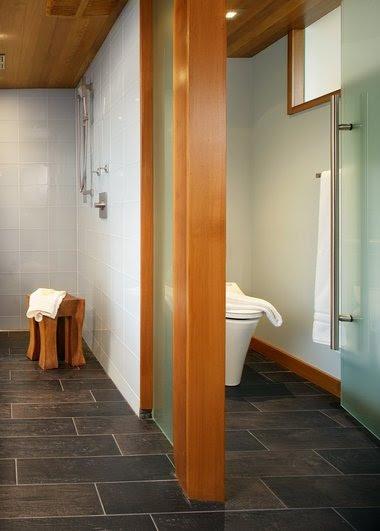 Interior design: Luxury bathroom has unique Asian style and high ...