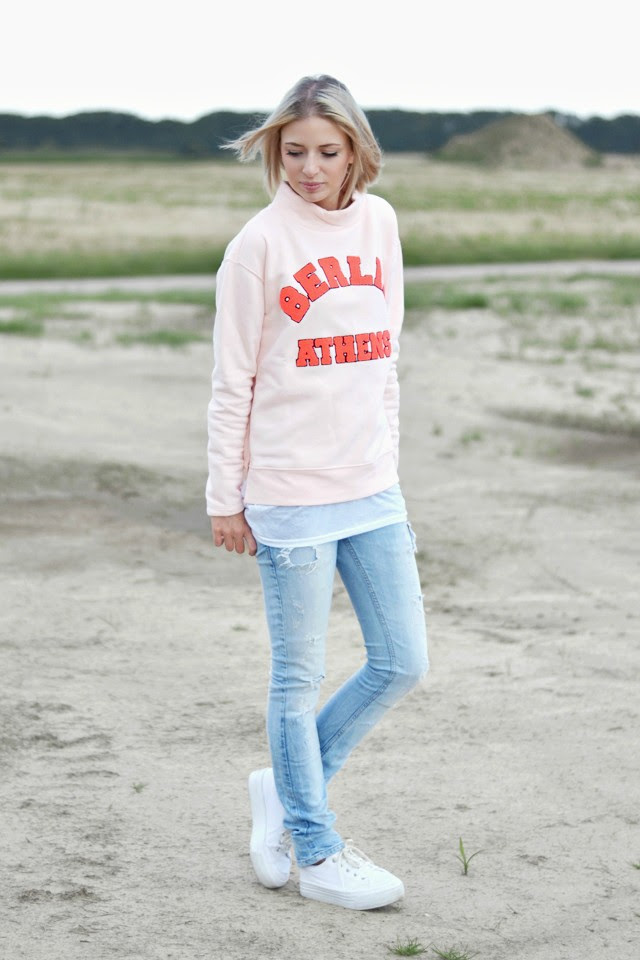 Outfit post by Belgium fashion blogger turn it inside out: wearing zalando noisy may liza sweatshirt, h&m basic long top, zara trf destroyed skinny jeans, asos dino flatforms