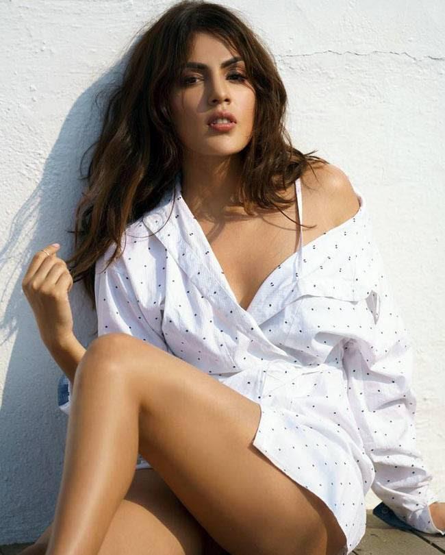 Rhea Chakraborty, hot Rhea Chakraborty