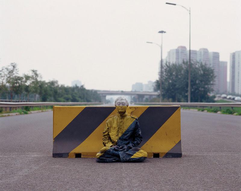 liu bolin de arte de alta resolución se esconden en la pintura de camuflaje china de la ciudad (4)