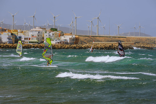 Windsurfistas practicando en Pozo Izquierdo
