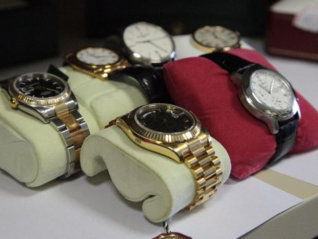 Relógios de luxo também foram apreendidos pelos policiais federais na Operação Calicute (Foto: Divulgação/Polícia Federal)
