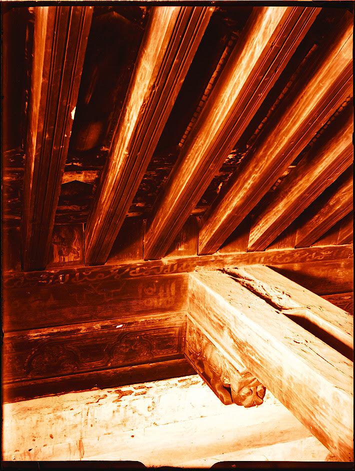 Artesonado de Santiago del Arrabal.   Fotografía de Pedro Román © Fondo Rodríguez. Archivo Histórico Provincial. JCCM. Signatura R-131-1-07