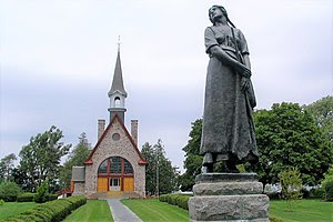 Grand Pré memorial church and statue of Évange...