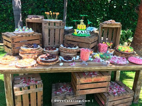 Cakes for holy communions: zoo animals cake   Goyo Catering