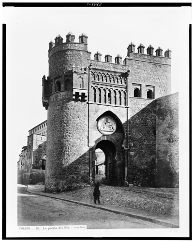 Puerta del Sol (Toledo) en el siglo XIX. Fotografía de Jean Laurent. The Library of Congress of the United States of America