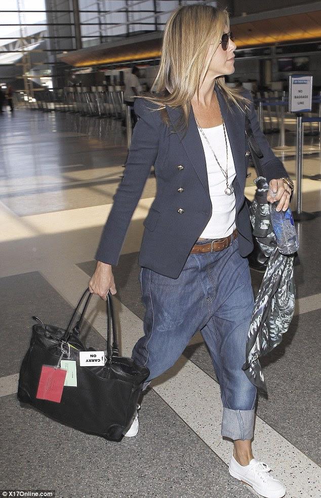 Değil iyi bakmak: pantolon çok az Jennifer ince rakam sergilemek için mi
