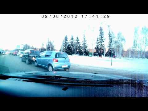 video que muestra como ocurre un accidente por culpa de no querer dejar incorporarse a la circulación a un vehiculo