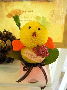 pollito hecho con flores