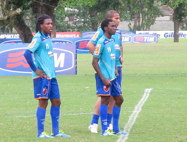Negueba, Jael e D. Mauricio em treino no Ninho (Foto: Carlos Mota)