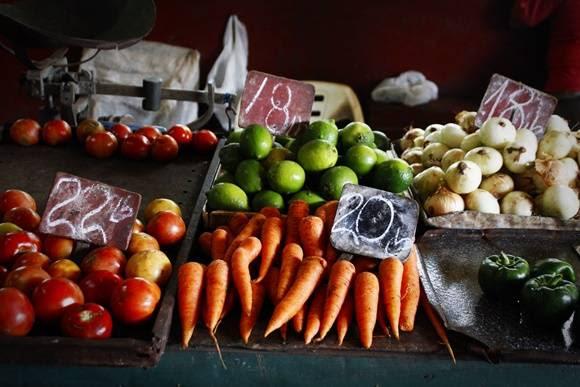 Precios del mes de enero en algunos productos del mercado de 19 y B. Foto: José Raúl Concepción/Cuabdebate.