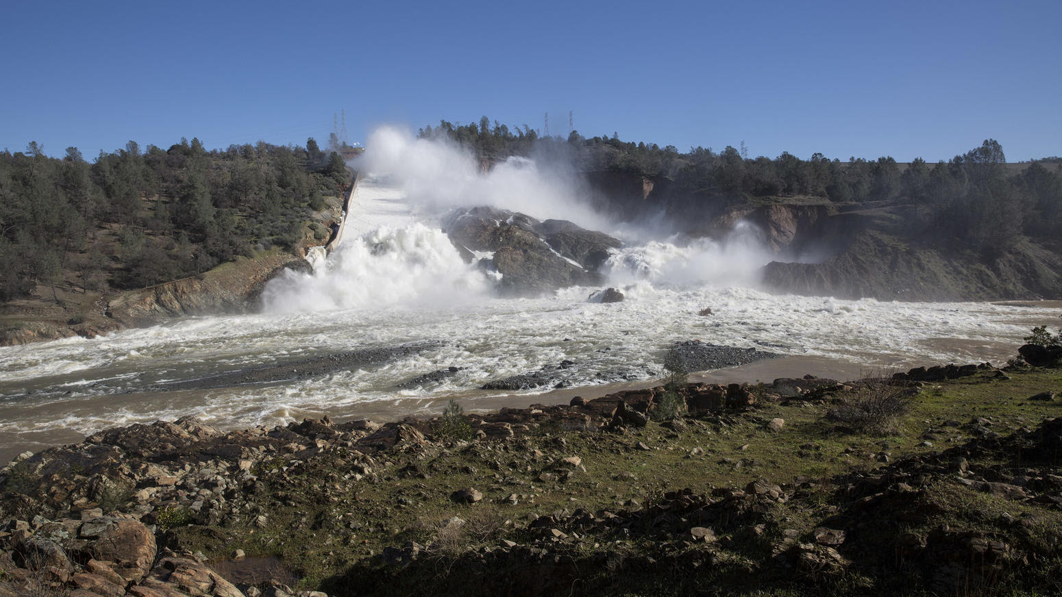 Lake Oroville overflow