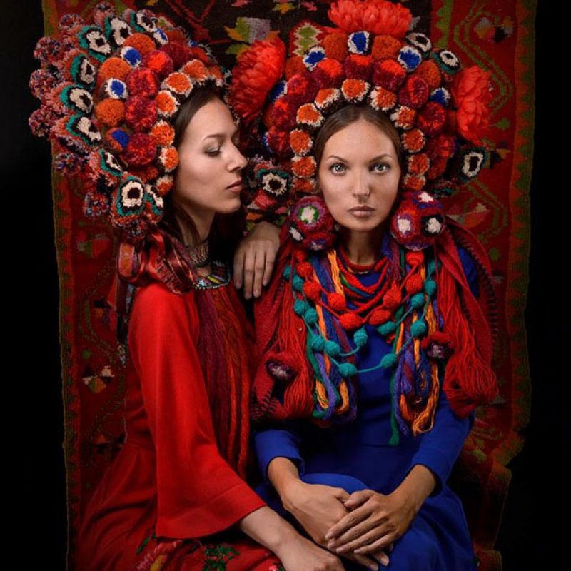 Mulheres modernas usando coroas tradicionais ucranianas dão um novo significado a uma antiga tradição 14