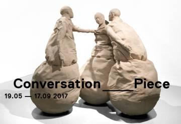 Cartel de la exposición 'Conversation Piece', en la Galleria Nazionale.